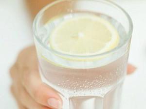 стакан с лимоном